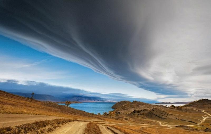 Байкал. Невероятные облака