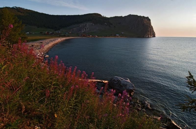 Байкал. Мыс Шунтэ-левый (Скала любви)