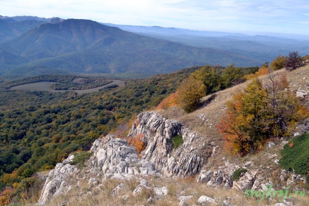 Вид на Роман-Кош с вершины Эклизи-бурун