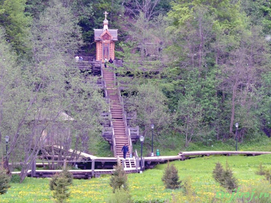 Сергиев Посад. Гремячий водопад. Лестница к источнику