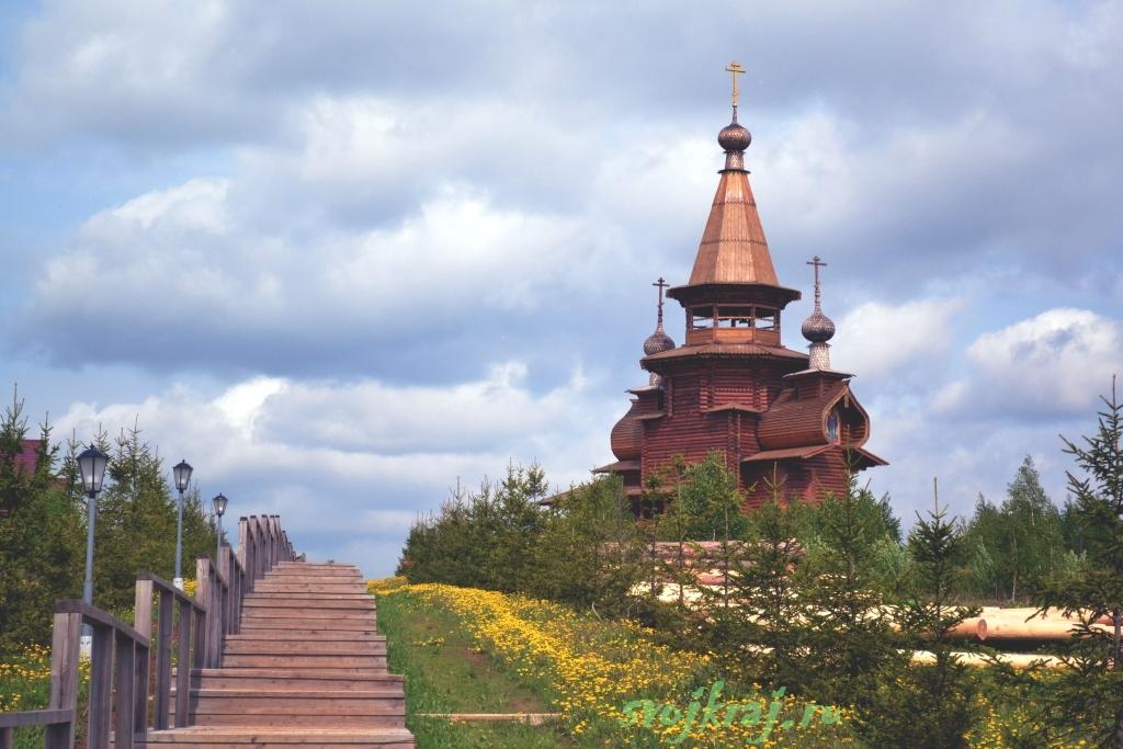 Сергиев Посад. Гремячий водопад. Деревянная церковь