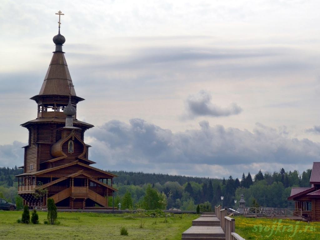 Сергиев Посад. Гремячий водопад. Церковь у входа к роднику