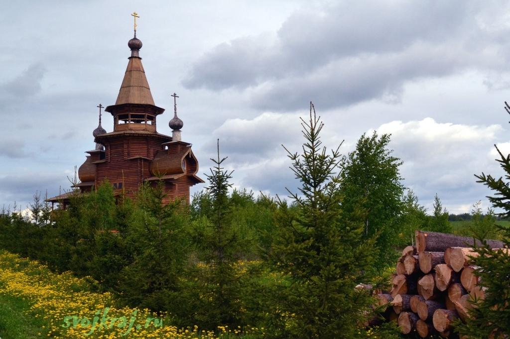 Сергиев Посад. Гремячий водопад. Деревянная церковь. Заготовка бревен