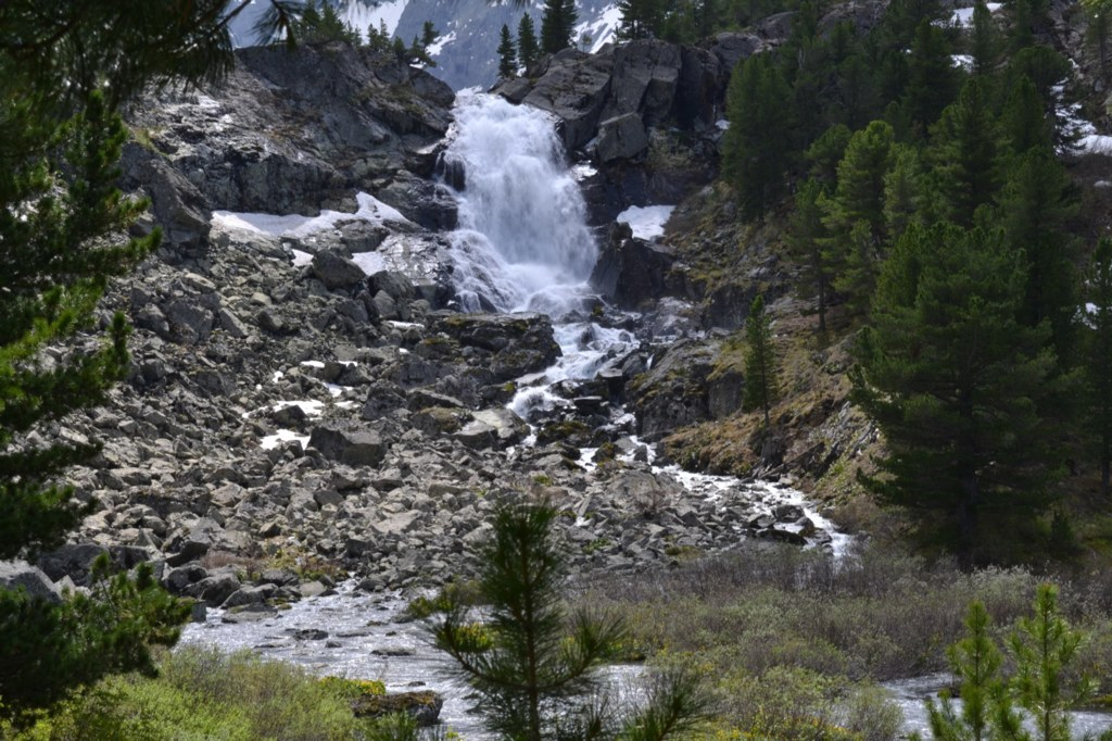 Алтай. Камни и водопад