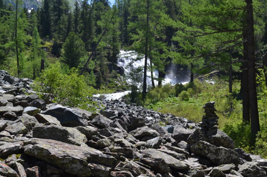 Алтай. Водопад и камни