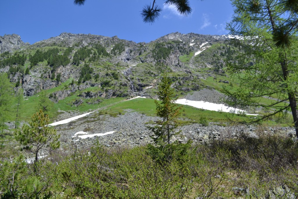 Алтай.  Поперечное озеро. Водопад