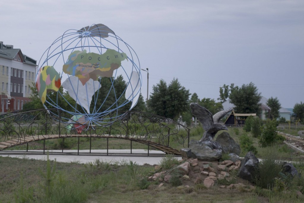 Кулунда. памятники в ЖД сквере